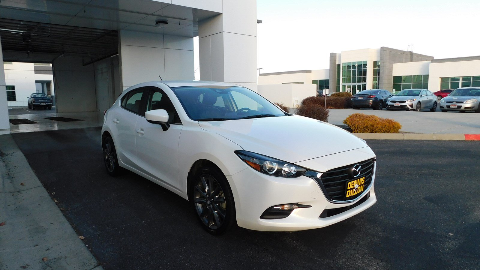 Dennis Dillon Mazda Boise >> Pre Owned 2018 Mazda3 5 Door Touring Fwd Hatchback