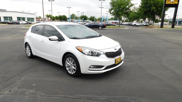 Pre-Owned 2015 Kia Forte 5-Door EX